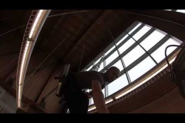 Interior window cleaning at REI Seattle /video/