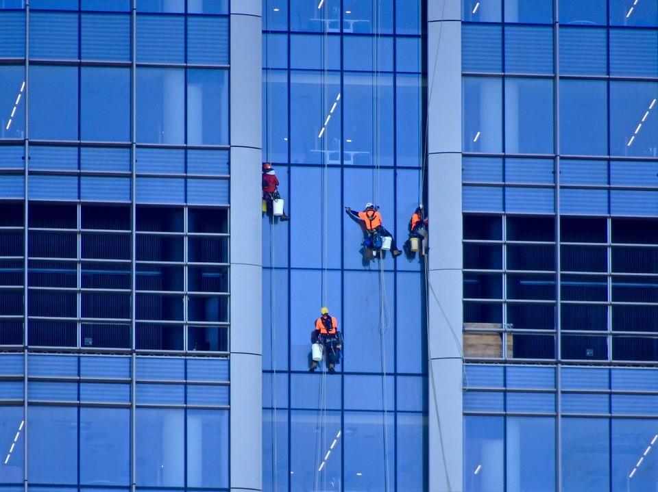 How much should you expect to pay for window cleaning?
