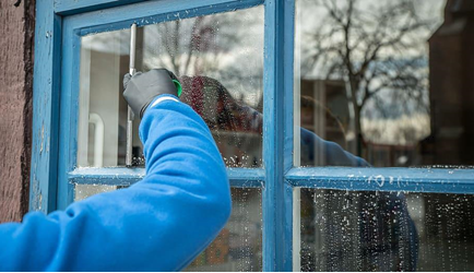 Why is newspaper good for cleaning windows?