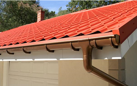 What are the best ways to clean aluminum gutters?