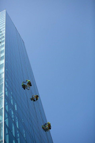 How to find a really good window washing company?